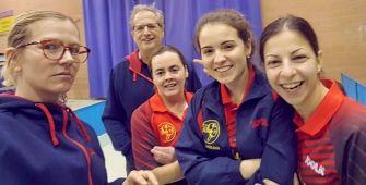 Sabine Wernette, le coach Christian Wernette, Lætitia Reffet, Marie-Amélie Boni et Olga Georgopoulou, de g. à dr., heureuses après leurs double succès de ce week-end. PHOTO DNA