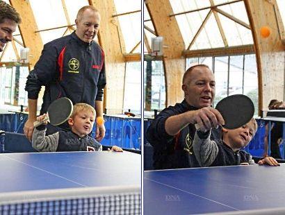 Les premières balles d'un futur champion de tennis de table ? PHOTO DNA - Guénolé BARON