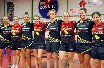 Les féminines de Zorn TT, en rouge, et celles de Saint-Christol-lès-Alès (en noir), avant leur opposition samedi soir (8-3 pour Hochfelden). PHOTO DNA